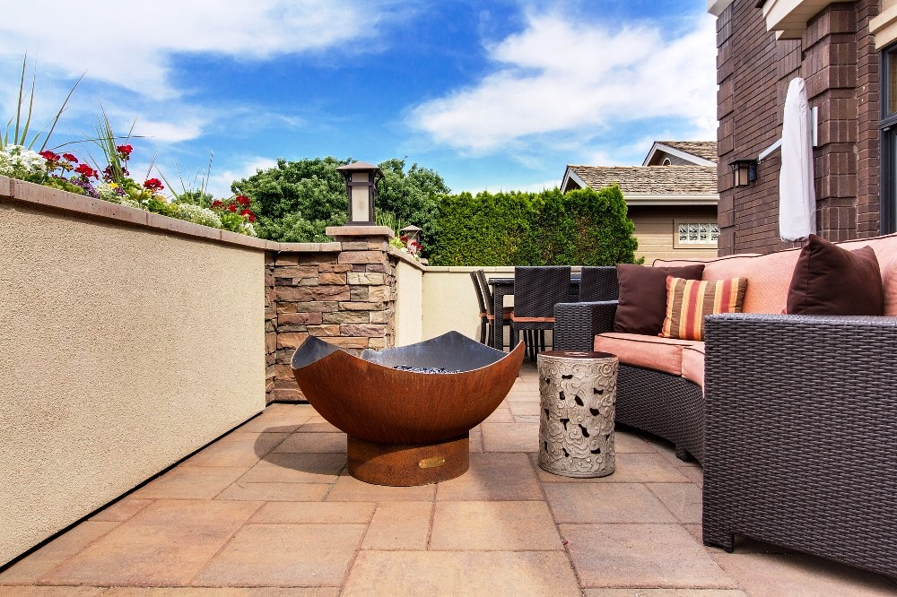 tips to update the backyard patio layout